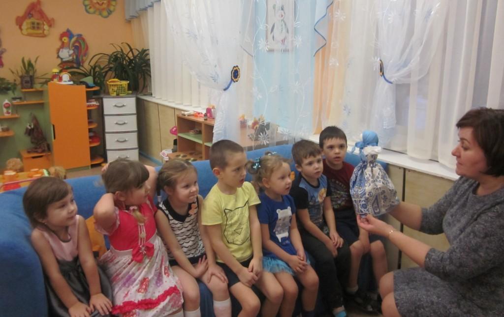 204Красивая русская девушка познакомилась с ребятами и трахнулась